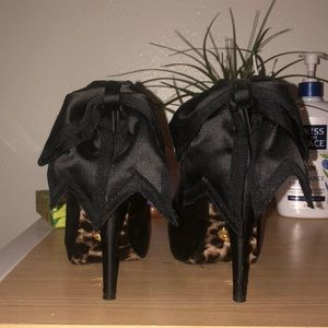 Betsy Johnson Black Heels!
